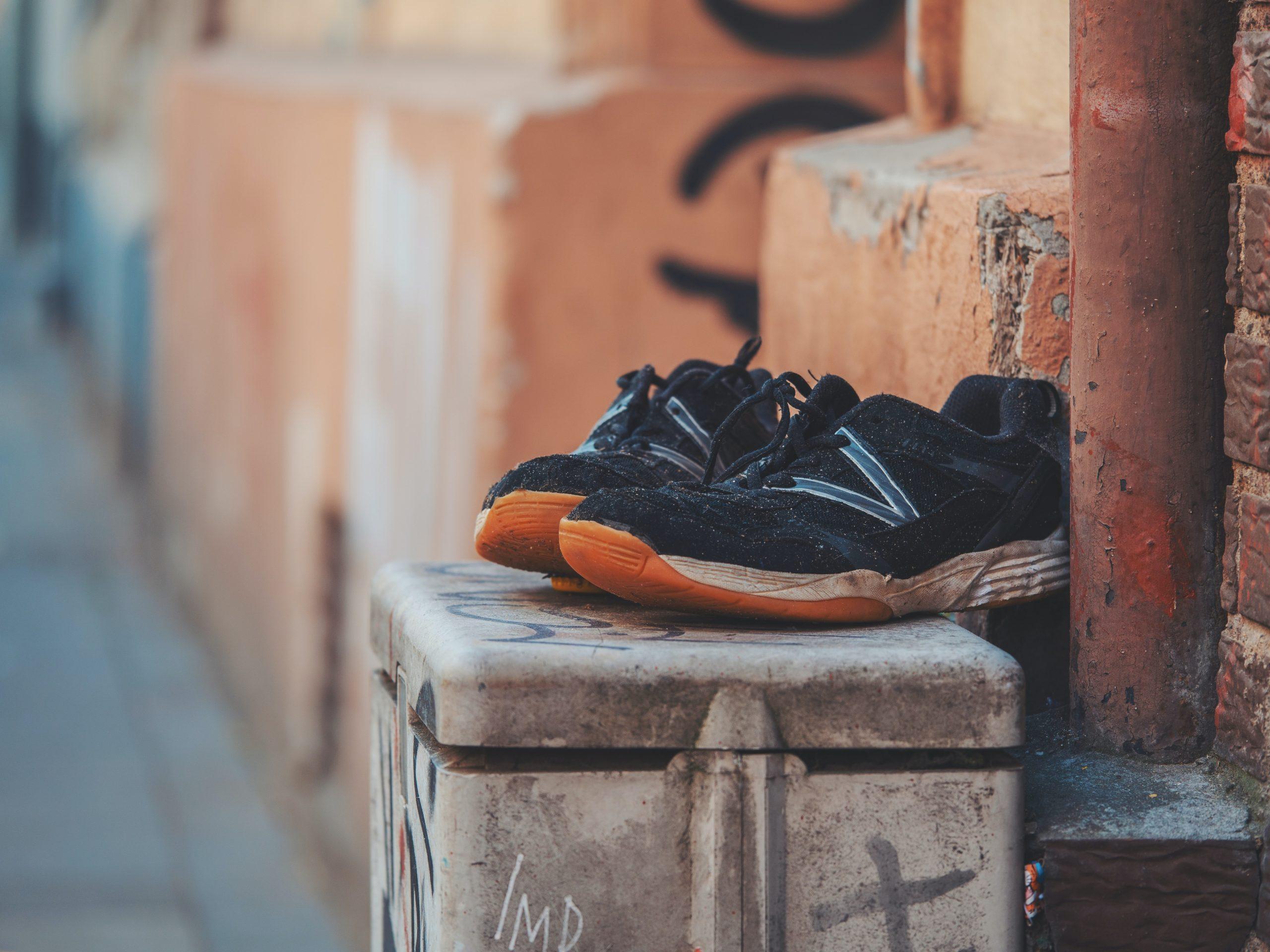 dlaczego buty zchińskiego marketu mają niełady zapach